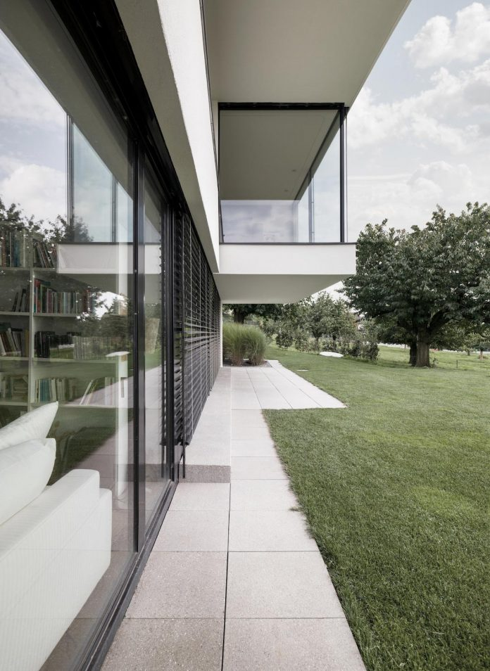 quality-comfort-design-enabling-highest-quality-life-objekt-254-villa-designed-meier-architekten-04
