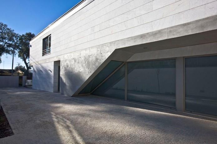 r-house-covered-white-estremoz-marble-atelier-darquitectura-j-lopes-da-costa-03