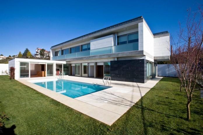 r-house-covered-white-estremoz-marble-atelier-darquitectura-j-lopes-da-costa-05