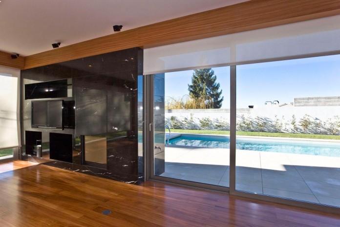 r-house-covered-white-estremoz-marble-atelier-darquitectura-j-lopes-da-costa-06