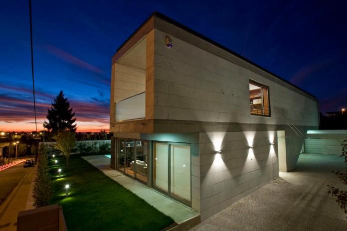 r-house-covered-white-estremoz-marble-atelier-darquitectura-j-lopes-da-costa-12