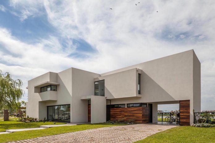 san-benito-house-besonias-almeida-arquitectos-01