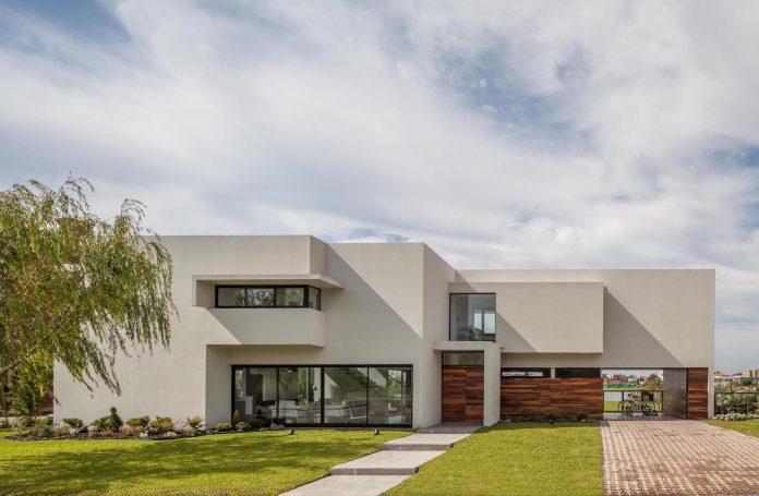 san-benito-house-besonias-almeida-arquitectos-02