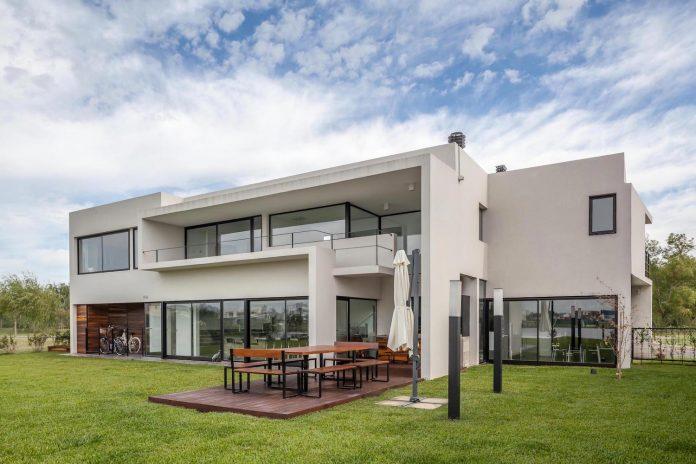 san-benito-house-besonias-almeida-arquitectos-03