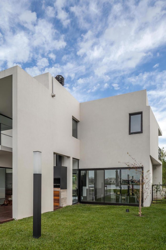 san-benito-house-besonias-almeida-arquitectos-04