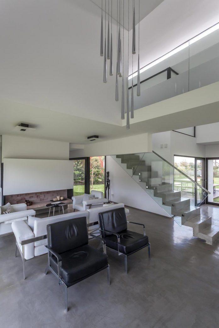 san-benito-house-besonias-almeida-arquitectos-09