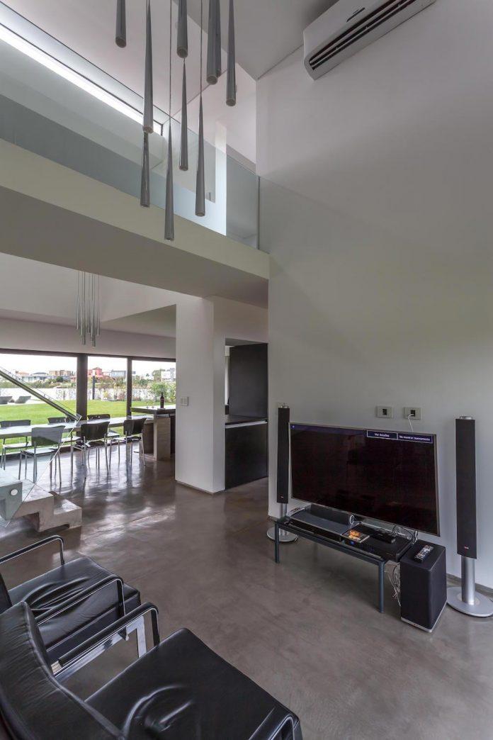 san-benito-house-besonias-almeida-arquitectos-11