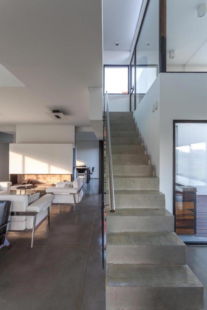 san-benito-house-besonias-almeida-arquitectos-15