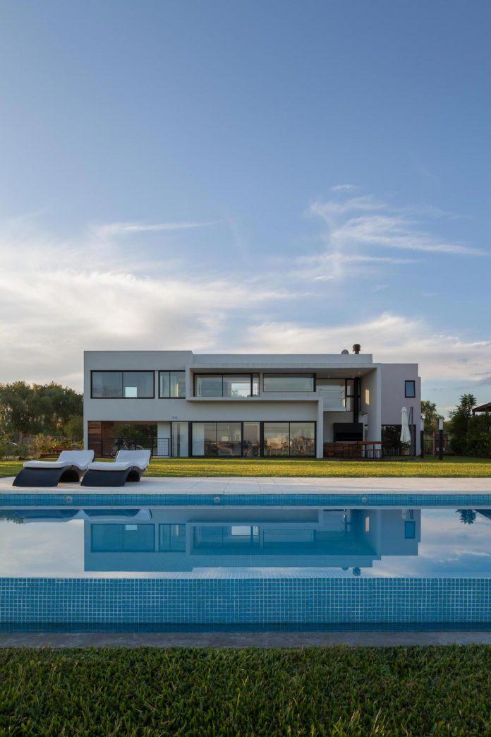 san-benito-house-besonias-almeida-arquitectos-24