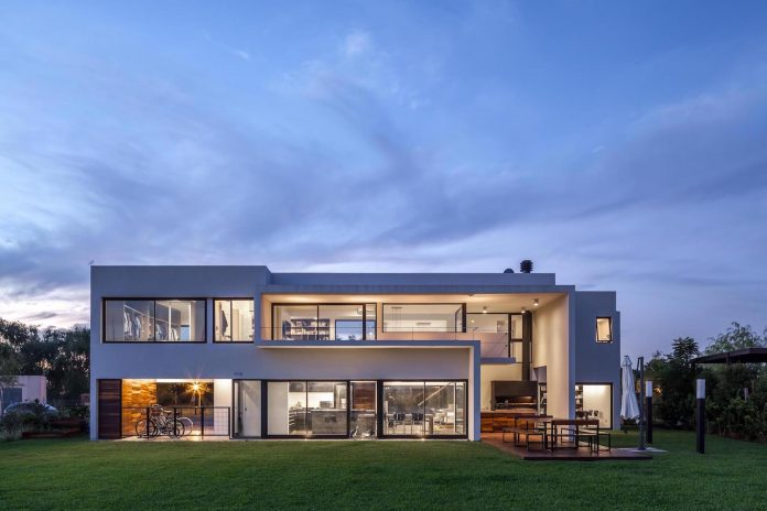 san-benito-house-besonias-almeida-arquitectos-25