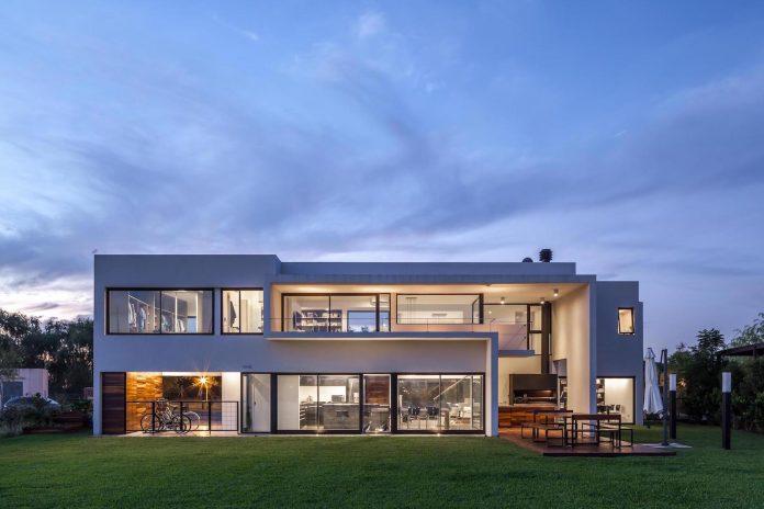 san-benito-house-besonias-almeida-arquitectos-26