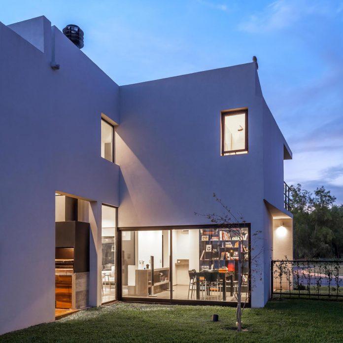 san-benito-house-besonias-almeida-arquitectos-28