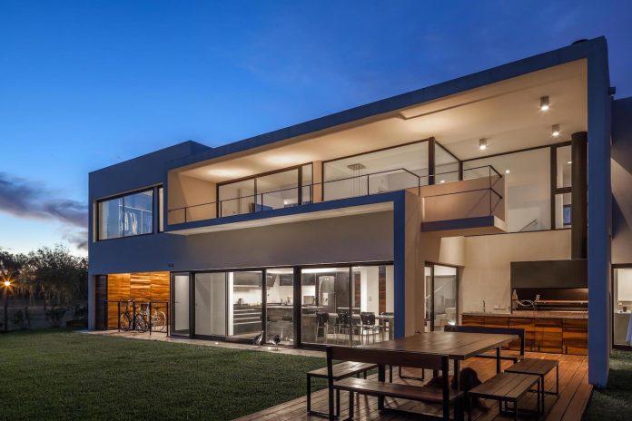 san-benito-house-besonias-almeida-arquitectos-30