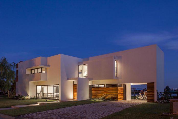 san-benito-house-besonias-almeida-arquitectos-32