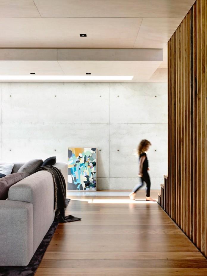 schulberg-demkiw-architects-design-beach-ave-villa-warm-contrast-established-concrete-hoop-pine-tallowwood-03