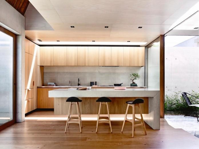 schulberg-demkiw-architects-design-beach-ave-villa-warm-contrast-established-concrete-hoop-pine-tallowwood-06