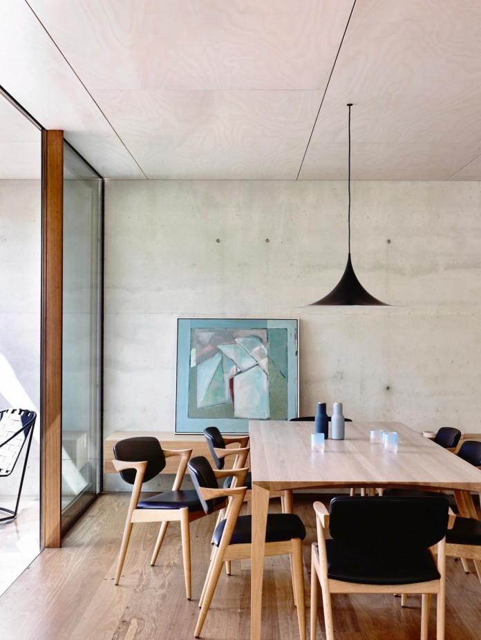 schulberg-demkiw-architects-design-beach-ave-villa-warm-contrast-established-concrete-hoop-pine-tallowwood-09