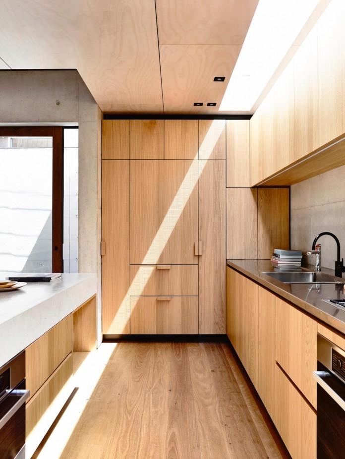 schulberg-demkiw-architects-design-beach-ave-villa-warm-contrast-established-concrete-hoop-pine-tallowwood-11