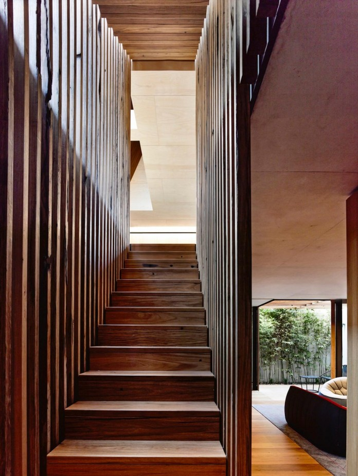 schulberg-demkiw-architects-design-beach-ave-villa-warm-contrast-established-concrete-hoop-pine-tallowwood-14