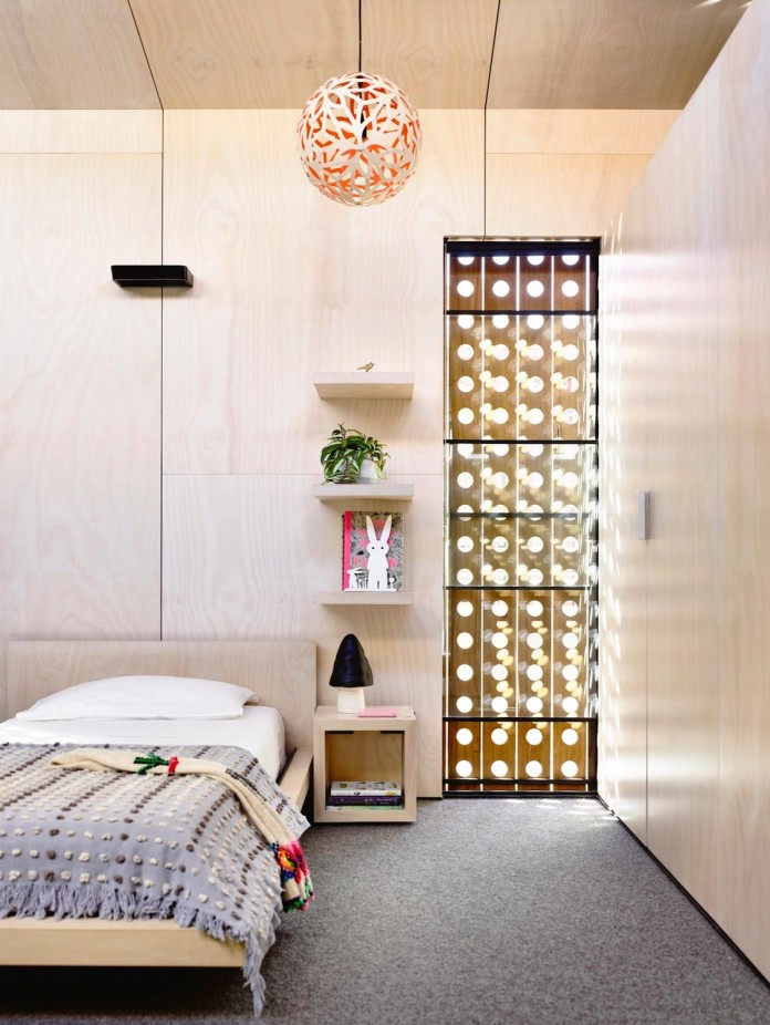 schulberg-demkiw-architects-design-beach-ave-villa-warm-contrast-established-concrete-hoop-pine-tallowwood-15