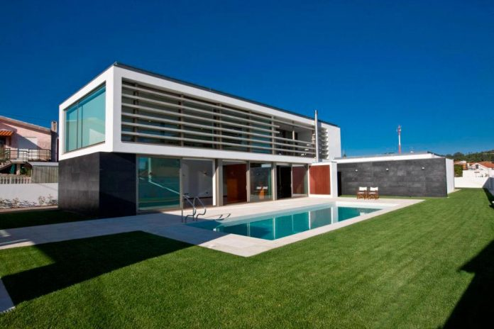 sg-house-atelier-darquitectura-j-lopes-da-costa-01