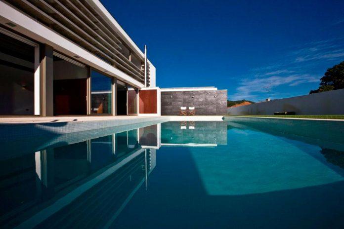 sg-house-atelier-darquitectura-j-lopes-da-costa-02