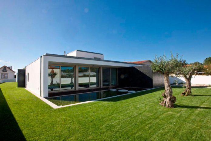 sg-house-atelier-darquitectura-j-lopes-da-costa-04
