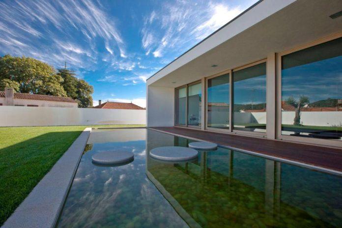 sg-house-atelier-darquitectura-j-lopes-da-costa-05