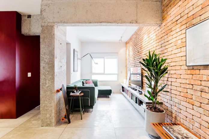 small-chic-alves-apartment-designed-rsrg-arquitetos-sao-paulo-brazil-02