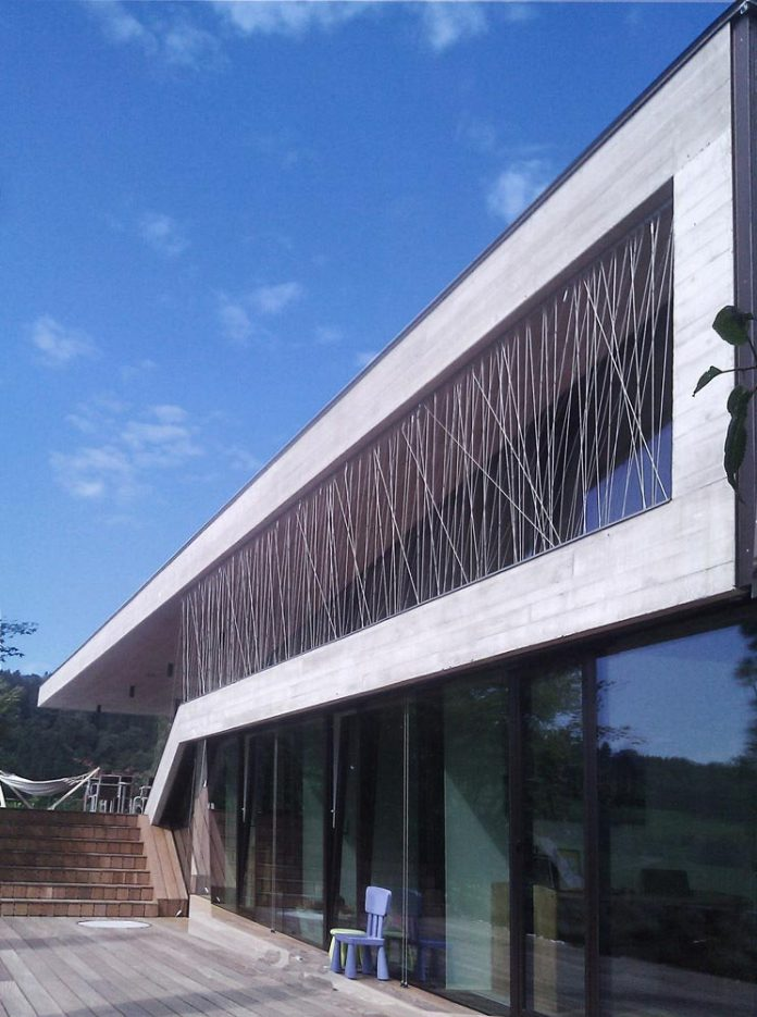 spectacular-views-linz-e-villa-designed-caramel-architekten-01