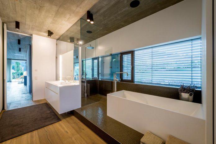 spectacular-views-linz-e-villa-designed-caramel-architekten-05