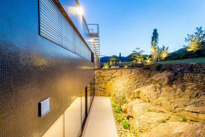 spectacular-views-linz-e-villa-designed-caramel-architekten-09