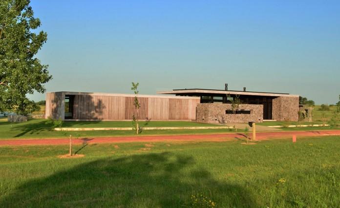 steverlyncki-glesias-molli-arquitectos-design-cl-house-oriented-towards-lake-golf-course-03