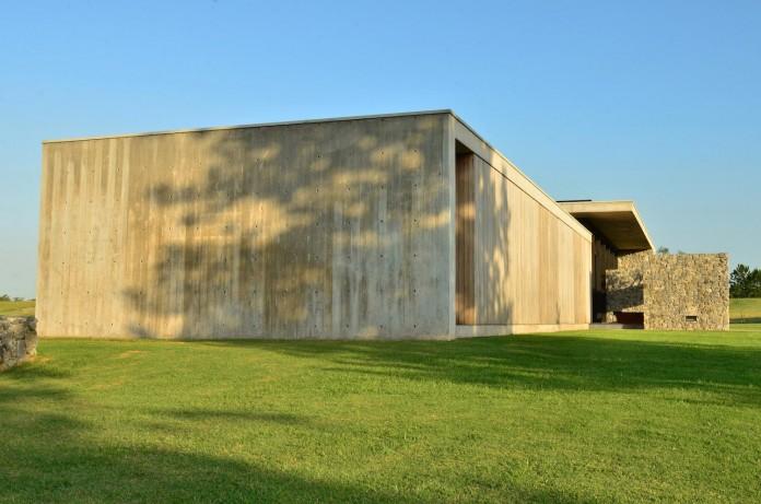 steverlyncki-glesias-molli-arquitectos-design-cl-house-oriented-towards-lake-golf-course-05