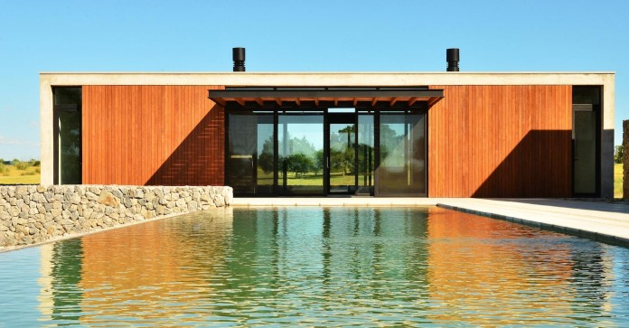 steverlyncki-glesias-molli-arquitectos-design-cl-house-oriented-towards-lake-golf-course-07