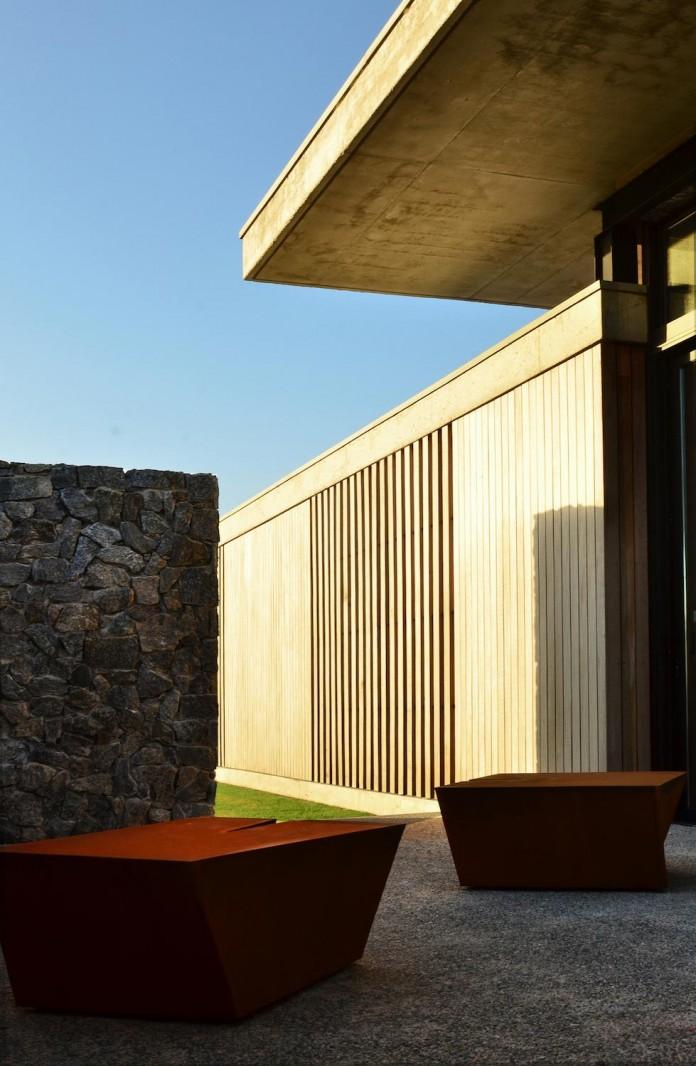 steverlyncki-glesias-molli-arquitectos-design-cl-house-oriented-towards-lake-golf-course-09