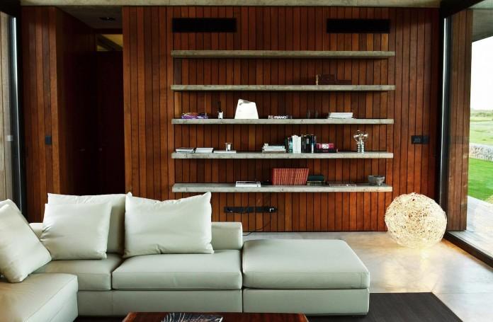 steverlyncki-glesias-molli-arquitectos-design-cl-house-oriented-towards-lake-golf-course-11