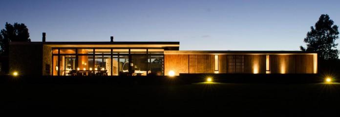 steverlyncki-glesias-molli-arquitectos-design-cl-house-oriented-towards-lake-golf-course-17