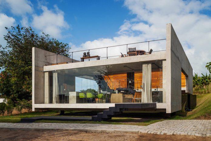 two-beams-four-pillars-house-yuri-vital-01
