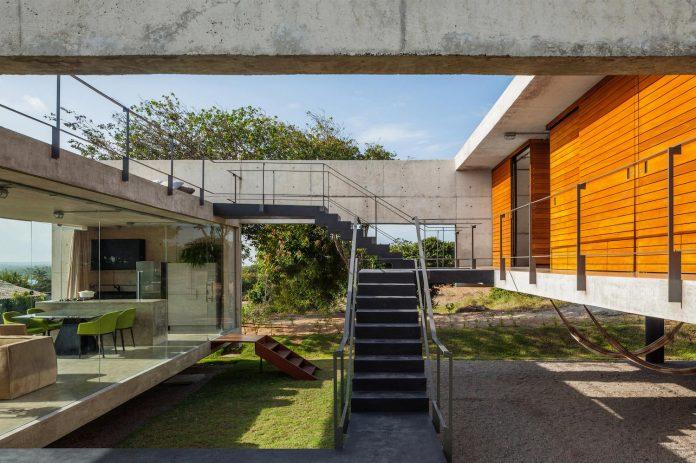 two-beams-four-pillars-house-yuri-vital-03