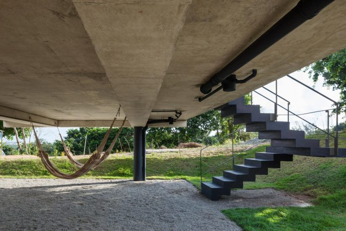 two-beams-four-pillars-house-yuri-vital-04