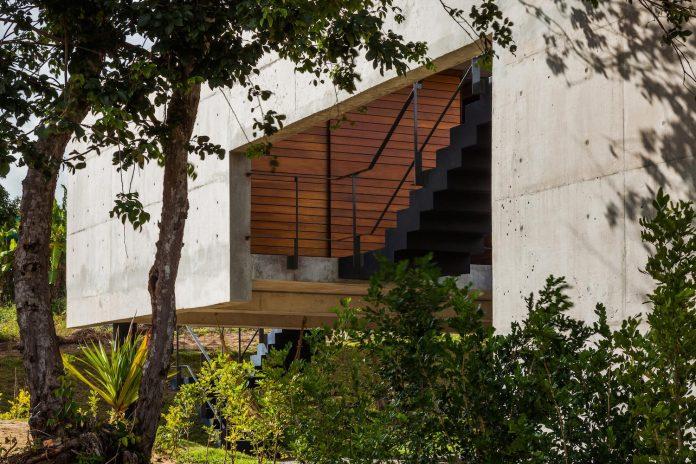two-beams-four-pillars-house-yuri-vital-05