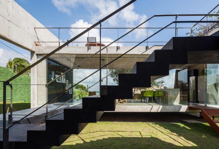 two-beams-four-pillars-house-yuri-vital-07