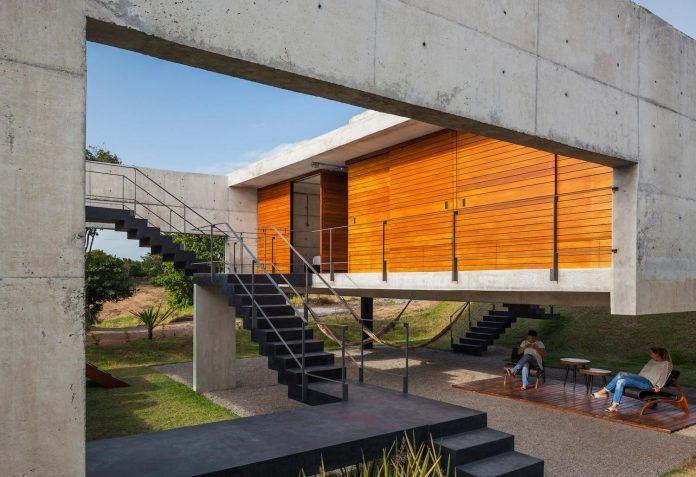 two-beams-four-pillars-house-yuri-vital-10