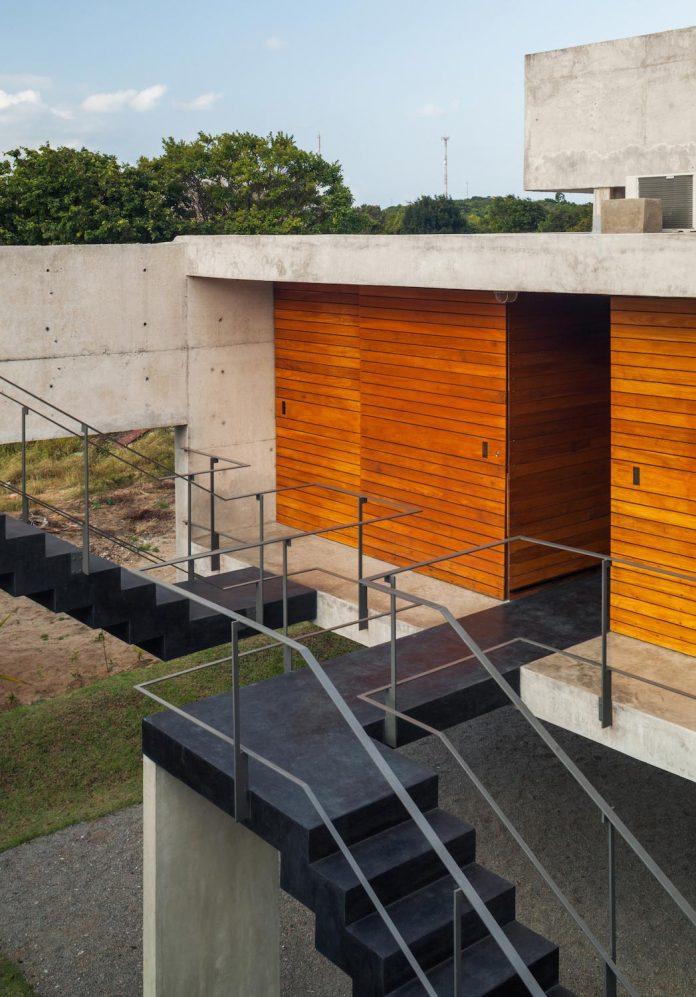 two-beams-four-pillars-house-yuri-vital-11