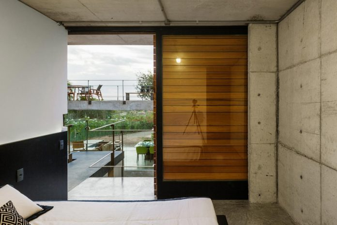 two-beams-four-pillars-house-yuri-vital-14