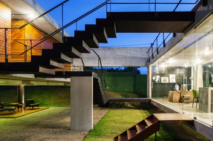 two-beams-four-pillars-house-yuri-vital-16