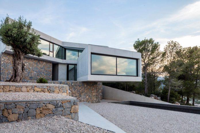 ultramodern-casa-laspre-nomarq-estudi-darquitectura-01