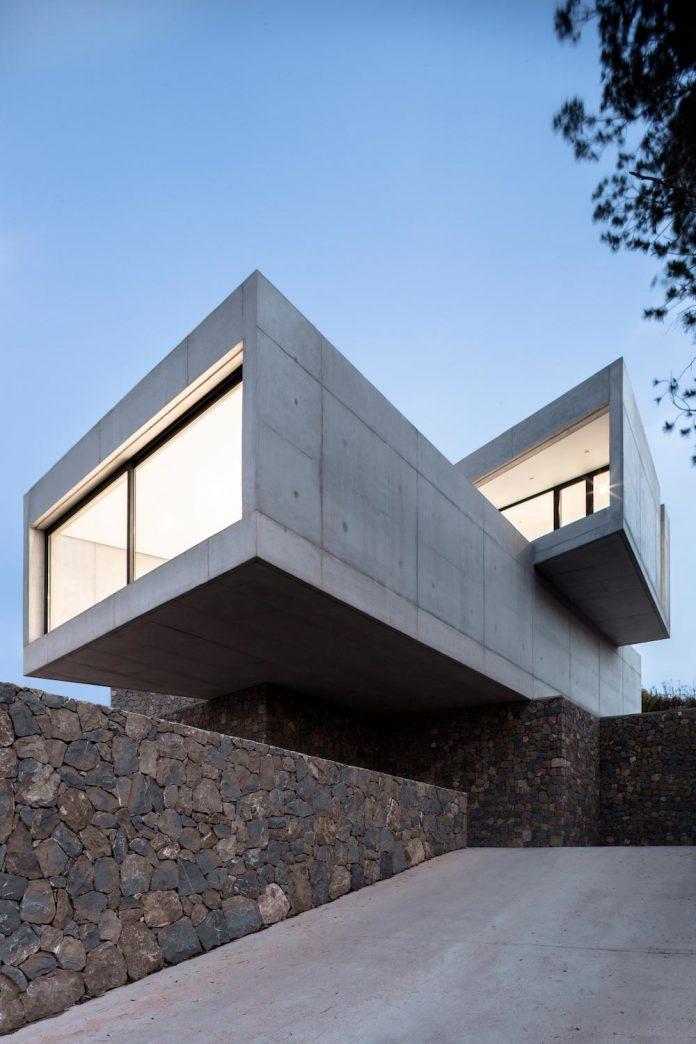 ultramodern-casa-laspre-nomarq-estudi-darquitectura-02