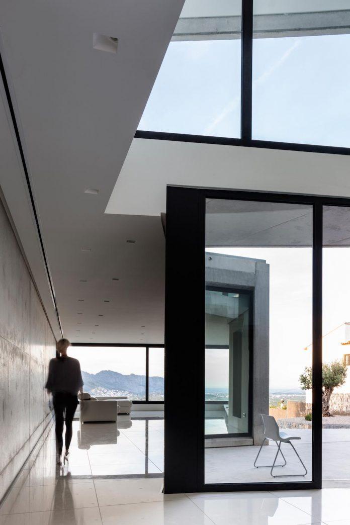 ultramodern-casa-laspre-nomarq-estudi-darquitectura-04